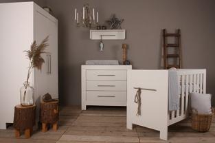 baby kamer seine wit .een mooi wit strak en modern babykamer., Deco ideeën